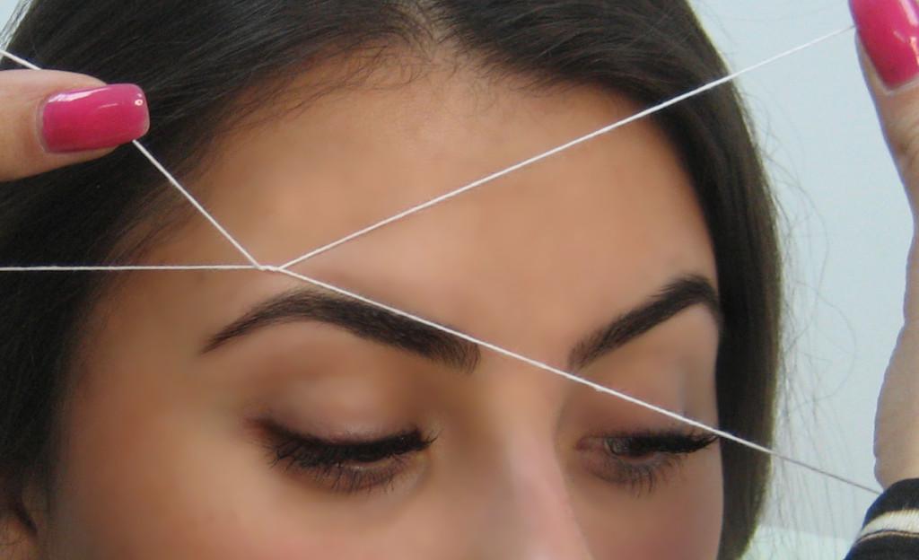 коррекция бровей нитями