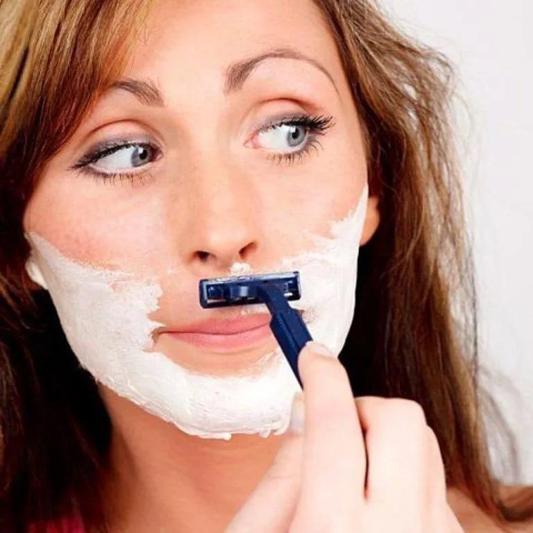 Почему у женщин растут усы