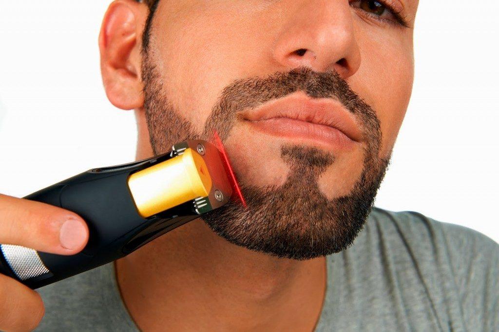 стрижка бороды триммером