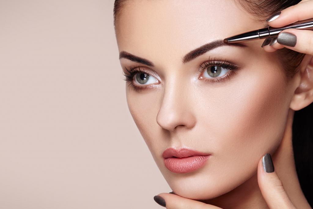 макияж бровей у женщины