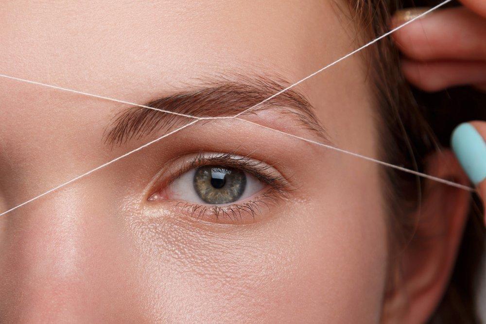 Коррекция бровей с помощью нитей
