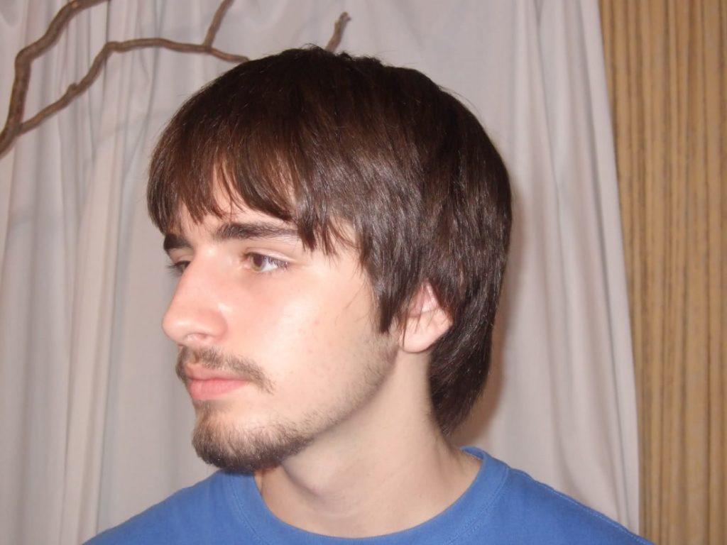 борода у молодого человека