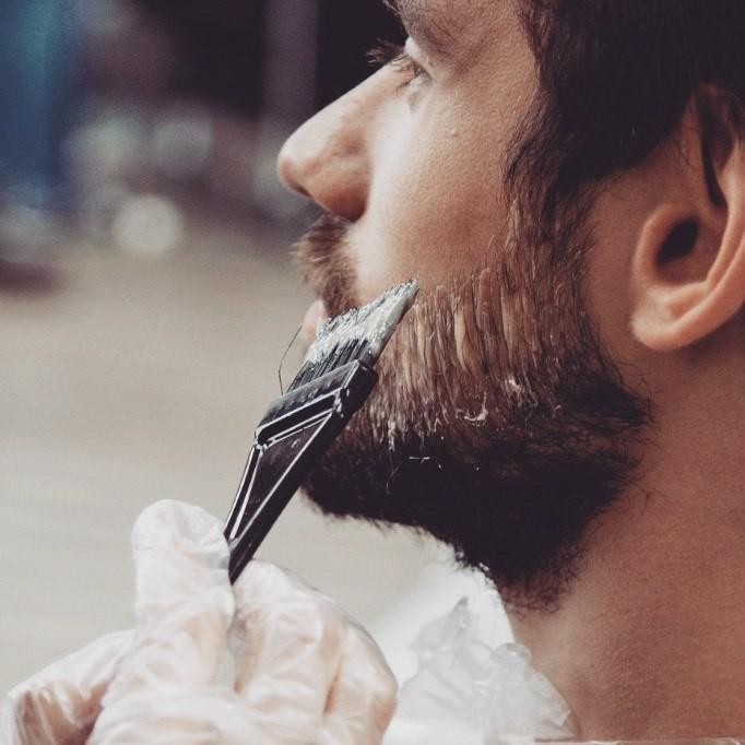 Седые усы и бороды - разбираемся, что делать с сединой