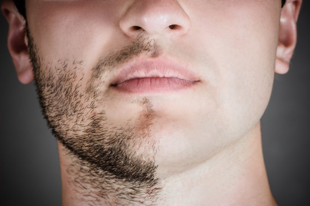 лицо наполовину с бородой наполовину выбрито