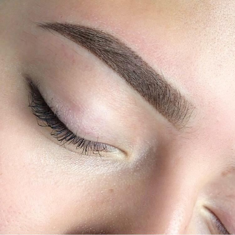 Почему и сколько нельзя мочить брови после выполнения процедуры перманентного макияжа