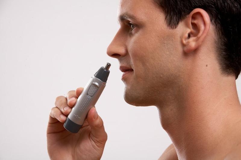 Применение триммера для носа и ушей