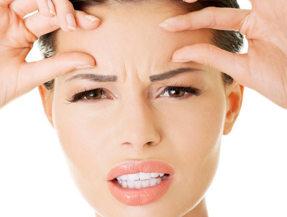 Причины появления морщин между бровей и как их убрать?