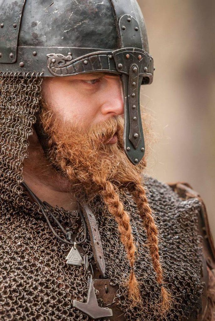 викинг с бородой
