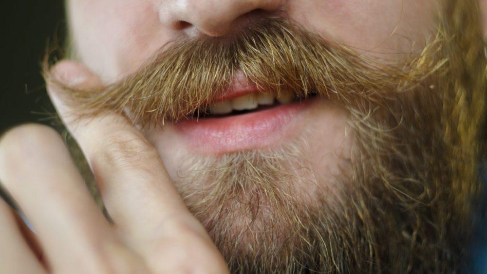 Усы желтеют от курения