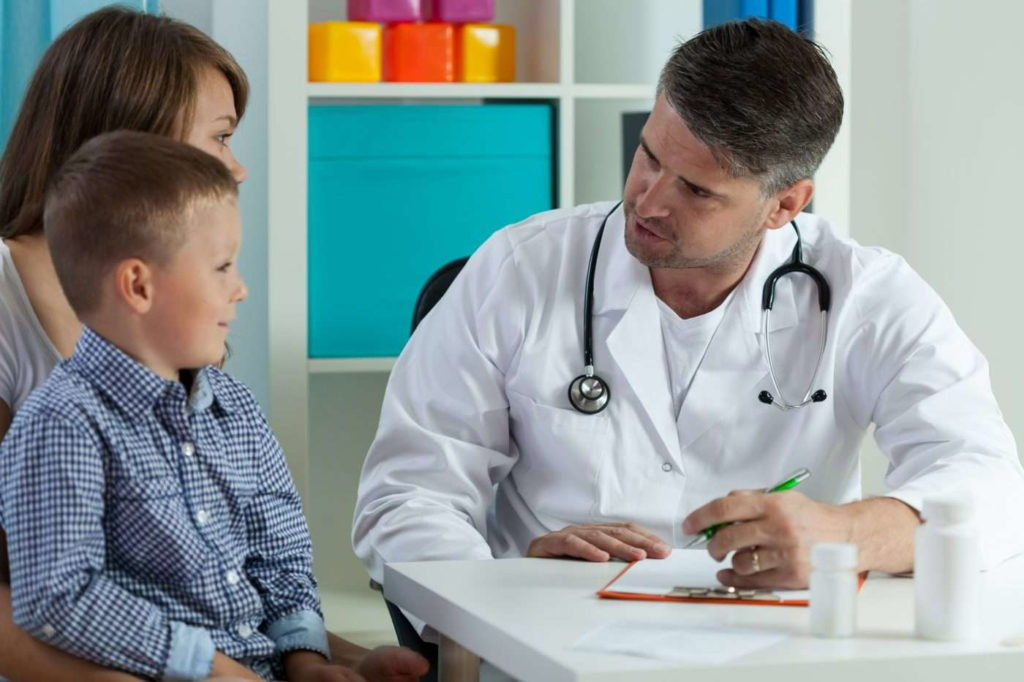 ребенок на приеме у хирурга