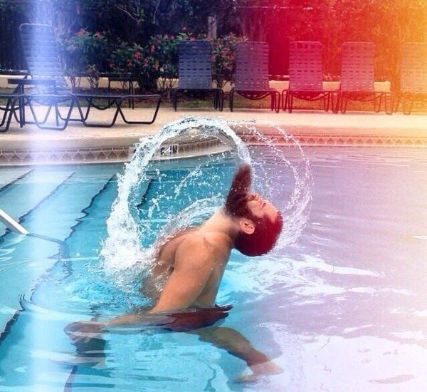в бассейне с бородой